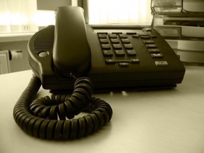 Чтобы переключить телефон в тональный режим, нужно нажать *
